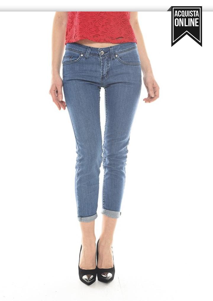 skinny jeans con risvolto