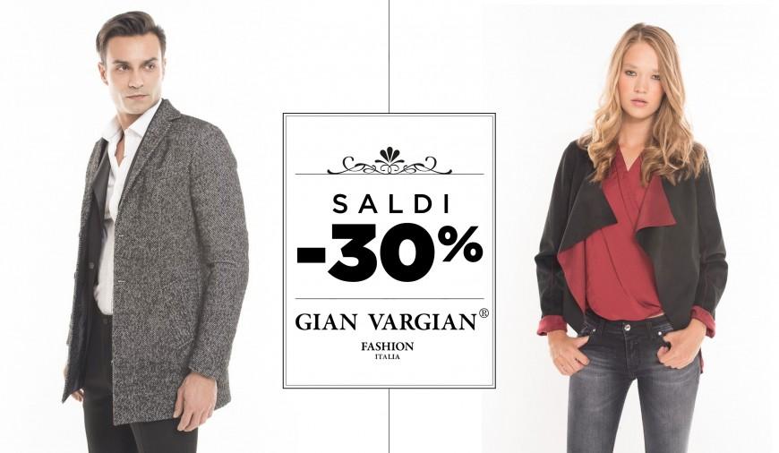 Saldi abbigliamento: approfitta delle offerte per la collezione Donna. Acquista capi e vestiti dei migliori designer online su YOOX.